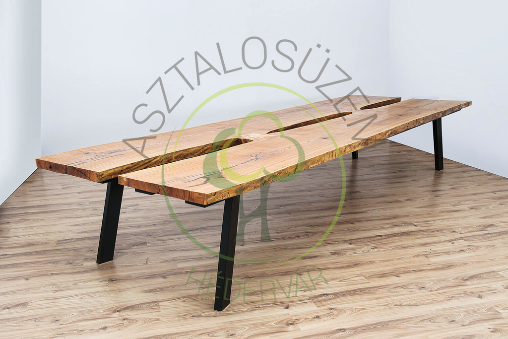 Egyedi nagyméretû tömörfa asztalok.